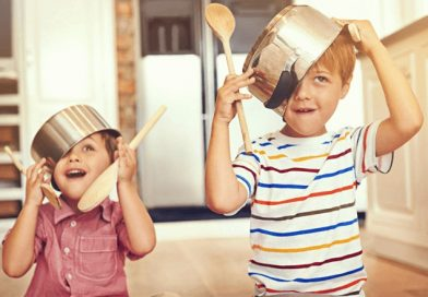 Nu-s copiii noștri prea neastâmpărați, suntem noi prea obosiți…